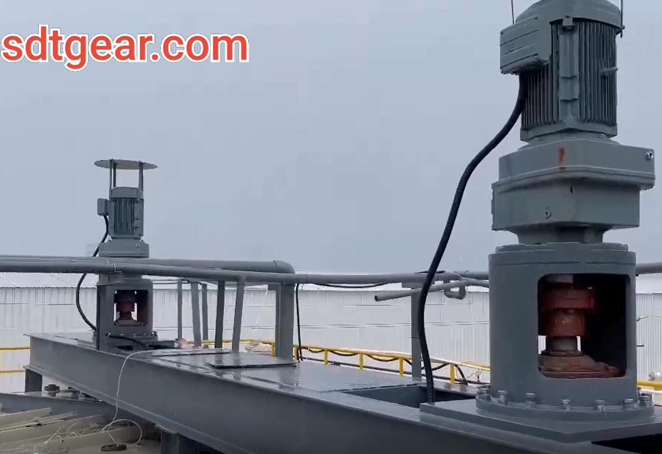 Vertical Helical Gear Motor For Mixing Tanks